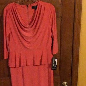 NWT, Beautiful Coral , quarter length sleeves